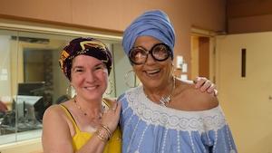 Eve Christian portant le turban, en compagnie de Francine Grimaldi