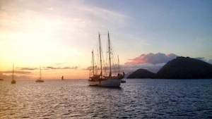 Coucher de soleil sur Terre-de-Bas à Guadeloupe.