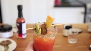 Un verre de cocktail caesar