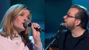 Andrea Lindsay et Luc De Larochellière chantent à Tout le monde en parle.