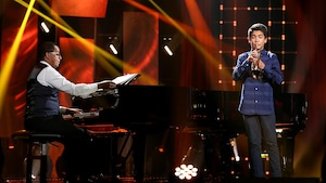 Gregory est au piano, il accompagne Charles qui joue de la trompette.