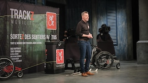 Hugo Lefebvre présente son entreprise Trackz mobilité aux dragons.