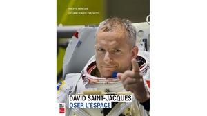 David Saint-Jacques en habit d'astronaute.