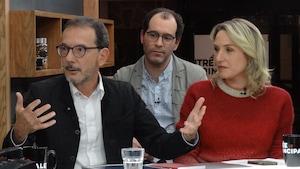 Les trois personnes sur le plateau de l'émission.