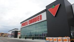 Une reconstitution fictive de la devanture d'un magasin Canadien Tire portant la marque Pneu canadien.
