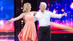 Brigitte Paquette et Franck Schorpion dansent une samba.