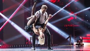 Catherine St-Laurent et Mikhaïl Ahooja veulent surprendre nos juges avec un incomparable burlesque.