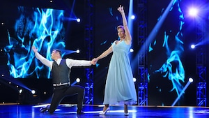 Clodine Desrochers et Emmanuel Auger dansent une valse viennoise