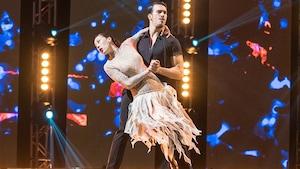 Cynthia Wu-Maheux et Samuël Côté dansent une samba.