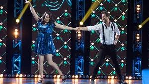 Geneviève Néron et Martin Laroche  dansent un cha-cha-cha.