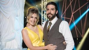 Le couple pose sur la scène des Dieux de la danse.