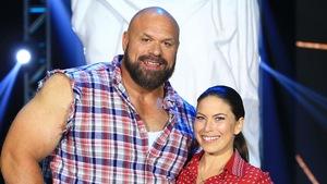 Roseline Filion et Hugo Girard se tiennent par la taille