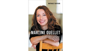 Martine Ouellet affiche un grand sourire.