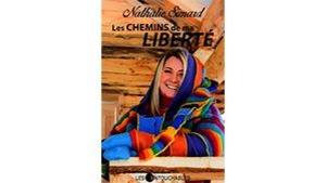 En couverture du livre : Nathalie Simard enveloppée dans un chandail coloré.