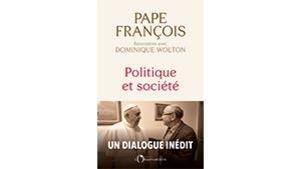 Sur la couverture du livre, on voit le pape avec l'auteur Dominique Wolton