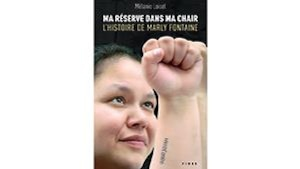 La couverture affiche une photo de Marly Fontaine, le poing levé