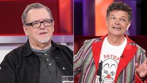 Un montage de deux photos : sur la première, un homme qui porte un chandail gris et une veste en jean noir. Sur la deuxième, un homme qui porte un t-shirt à l'effigie de Patof et un veston coloré.