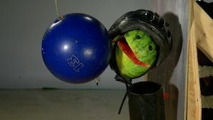 Les rebonds de ballons et le test du casque