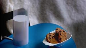 Le verre de lait lumineux
