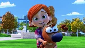 La petite fille fait un câlin à son chien