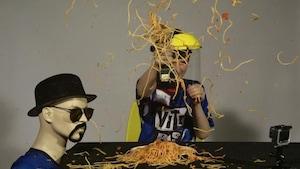 La chute et la perceuse à spaghetti