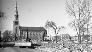 Destruction d'une partie du Faubourg à m'lasse en 1963 pour faire place à Radio-Canada