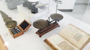Des documents d'archives exposés dans l'exposition L'héritage de Louis Hébert, 400 ans de pharmacie au Québec.