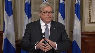 Le ministre Barrette rencontre la presse à la suite d'une présentation au sujet de l'aide médicale à mourir.