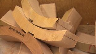 Des sabots de freinage en bois de merisier.