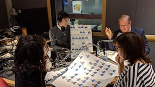 Yolande James, Marie Grégoire et Rémy Trudel sont assis en studio et regardent la liste des députés caquistes.