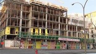 Construction d'un immeuble à condos à Montréal (archives)