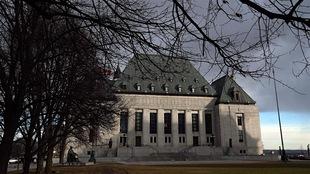 La bâtisse de la Cour suprême à Ottawa.