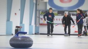 Le curling attire des adeptes sur la Côte-Nord