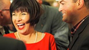 La ministre sortante Ginette Petitpas-Taylor tout sourire.