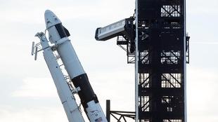 Une photo d'une fusée Falcon 9 semblable à celle qui transportera les trois satellites de la Constellation RADARSAT du gouvernement du Canada.