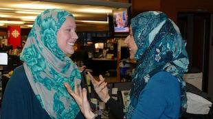 Holly Dunbar (gauche) et Nadia Kidwai
