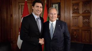 Justin Trudeau reçoit l'Aga Khan à Ottawa le 17 mai 2016.