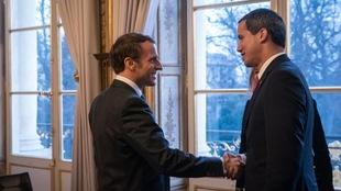 Emmanuel Macron reçoit Juan Guaido au palais de l'Élysée