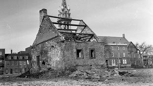 La maison Hubert-Lacroix en novembre 1963, soit juste après la destruction du Faubourg à M'lasse.