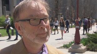 L'homme est interrogé sur le campus de l'Université d'Ottawa.