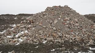 Dépôt de déchets de démolition sur la terre du maraîcher A. Barbeau et fils, à Saint-Rémi, en Montérégie