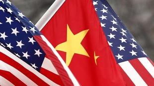 Les drapeaux américain et chinois côte à côte