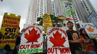 Des Philippins manifestent contre des compagnies minières canadiennes