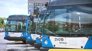 Des autobus de la STM au centre de transport sur Saint-Denis