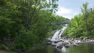 Le parc des chutes de Rivière-du-Loup attire plus de 120 000 visiteurs par année.