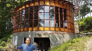 Réjean Bérubé construit une maison ronde avec un toit en forme de spirale.