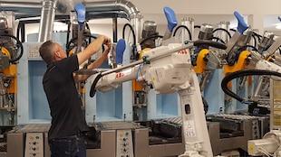 Un équipement à la fine pointe de la technologie à l'intérieur de l'usine Royer à Sherbrooke.