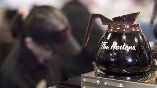Gros plan sur une cafetière Tim Hortons