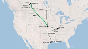 En vert, le tracé du nouveau pipeline Keystone XL proposé qui relierait l'Alberta au golfe du Mexique et en gris, le tracé du pipeline existant.