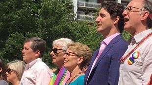 Justin Trudeau, Kathleen Wynne et John Tory à la cérémonie multi-confessionnelle de la fierté à Toronto